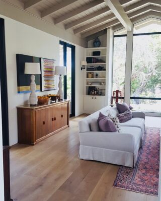 We installed one of our favorite floors, a European white oak, for this beautiful home that was affected by the Montecito mudslide back in 2018.⠀⠀⠀⠀⠀⠀⠀⠀⠀ ⠀⠀⠀⠀⠀⠀⠀⠀⠀ #flooringinstallation #santabarbarainteriordesign #flooringdesign #flooringcompany #flooringsolutions #flooringinspiration #luxuryflooring #flooringinspo #flooringideas #flooringexperts #floorings #woodflooring #flooringinstall #flooringinstallationsolutions